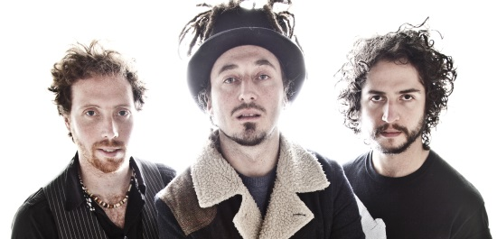 <B><I>Wille & The Bandits</I></B>