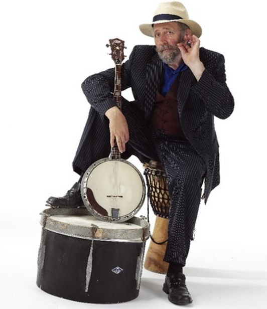 <B><I>'The Three Buskerteers' : Wild Willy Barrett, Martyn Barker & Mary Holland</I> </B>